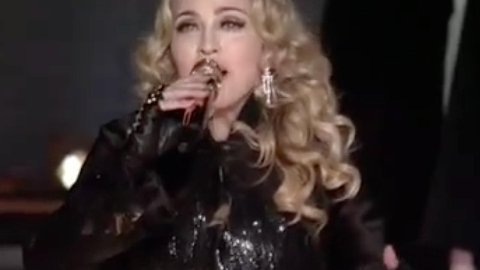 Madonna dóna la volta al món amb la seva actuació en el descans de la Super Bowl