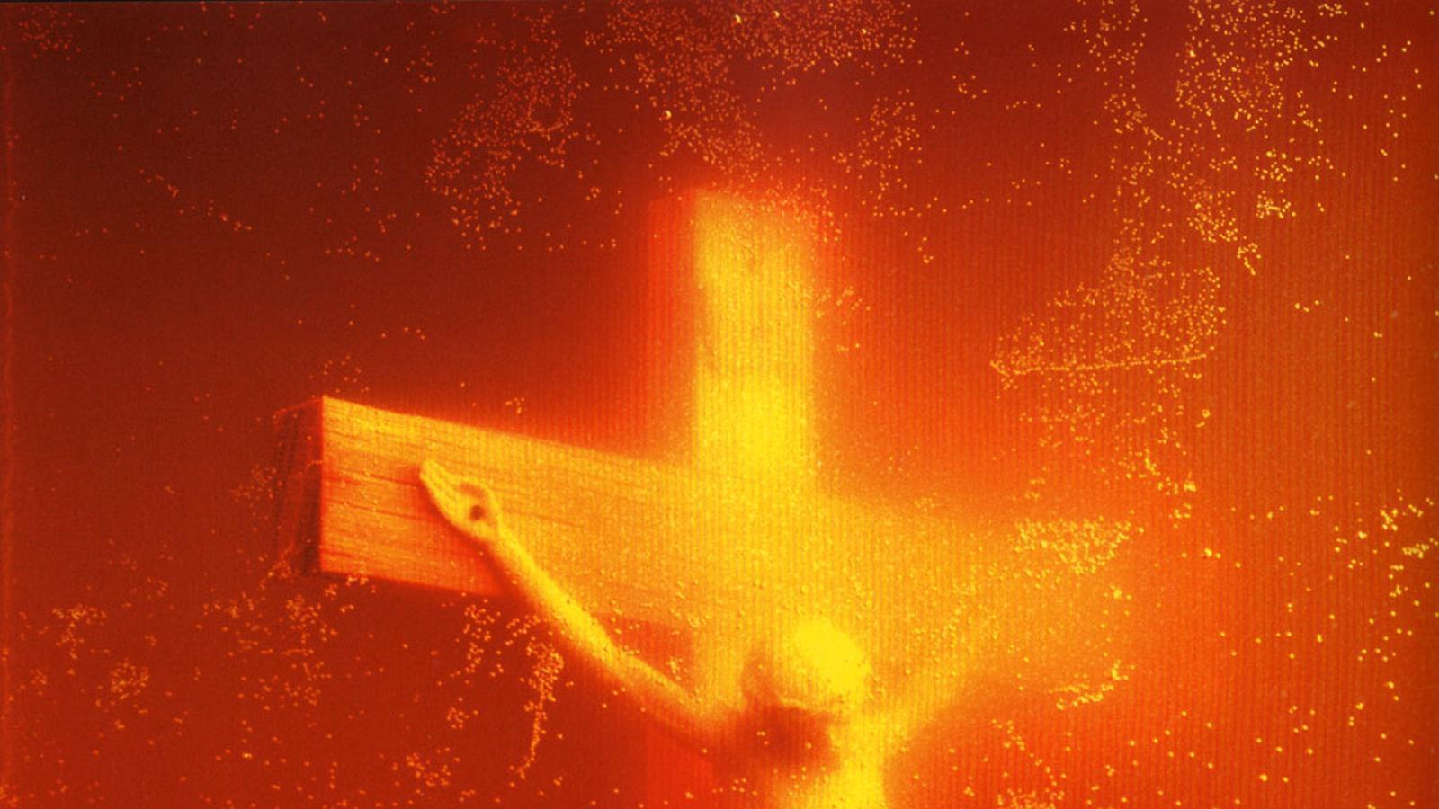 La fotografia 'Piss Christ', d'Andrés Serrano, censurada al Photolux 2015 de Lucca