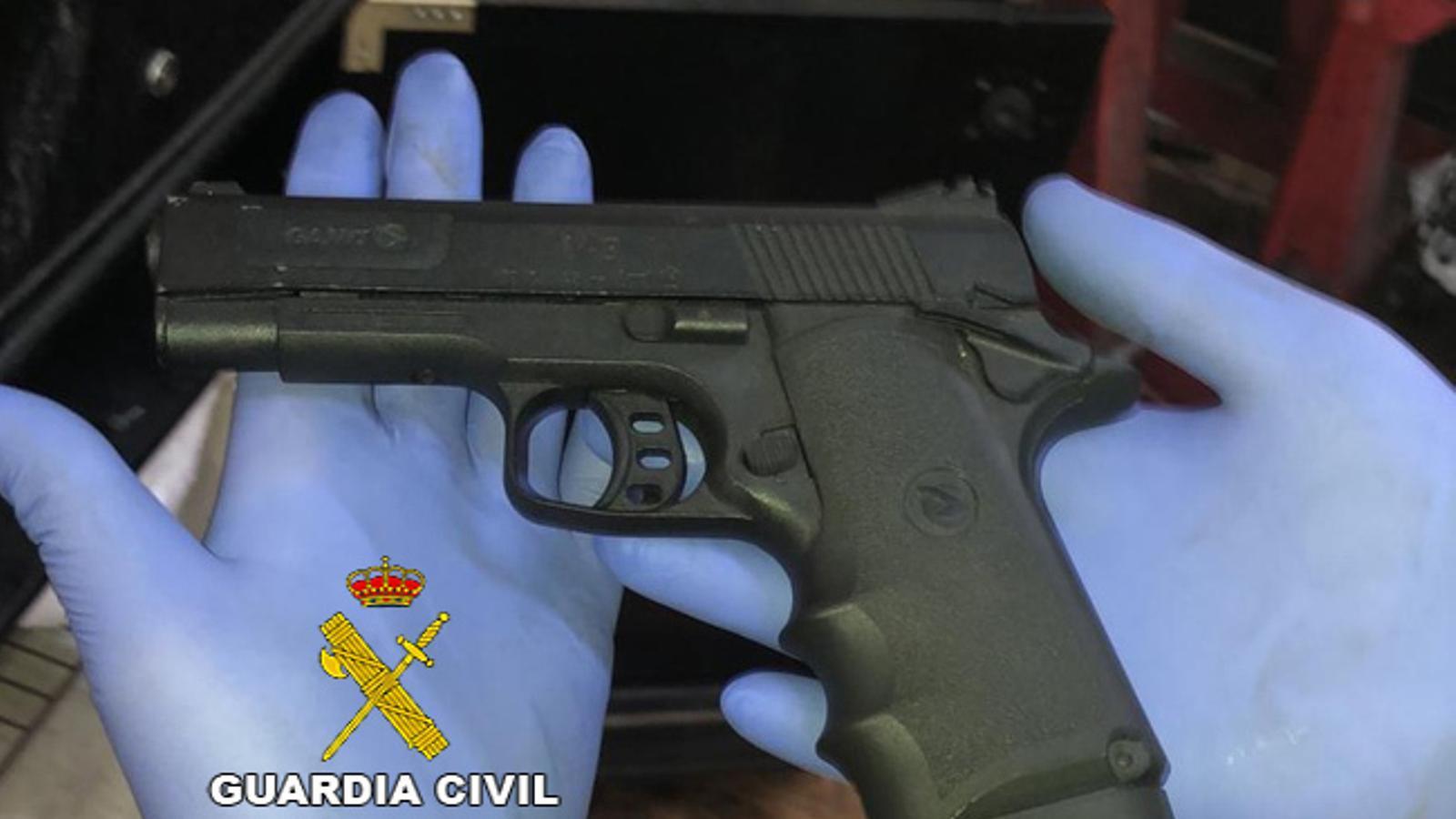 Pistola de gas comprimit requisada