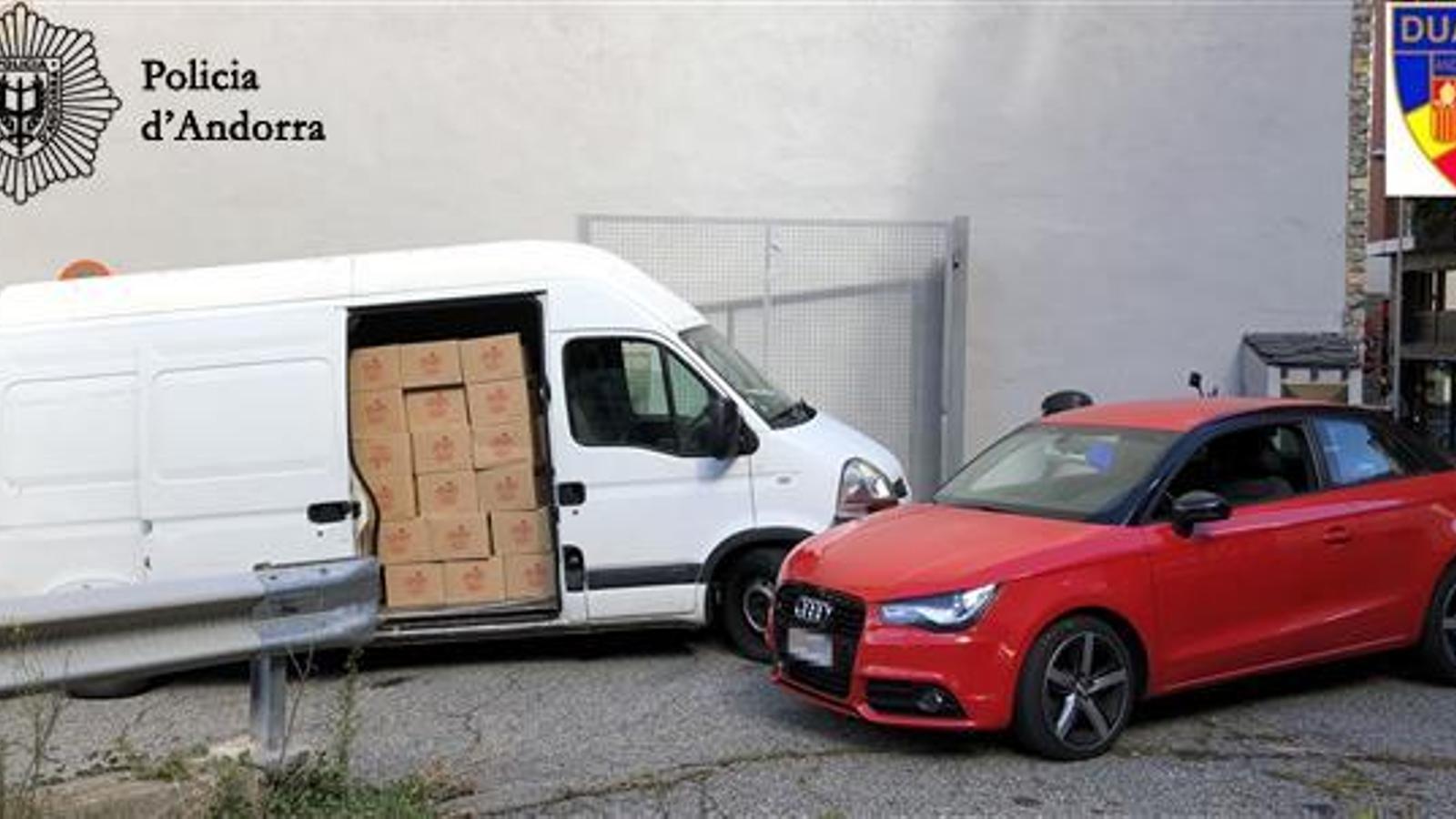 La mercaderia i els vehicles confiscats. / Policia d'Andorra.