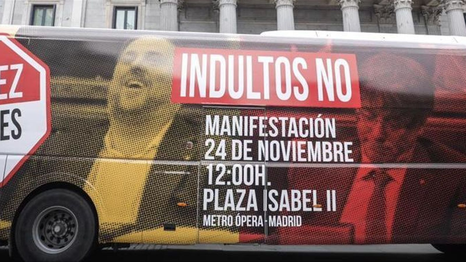 Un autobús de Cs recorre Madrid en contra dels indults amb la imatge de Junqueras somrient