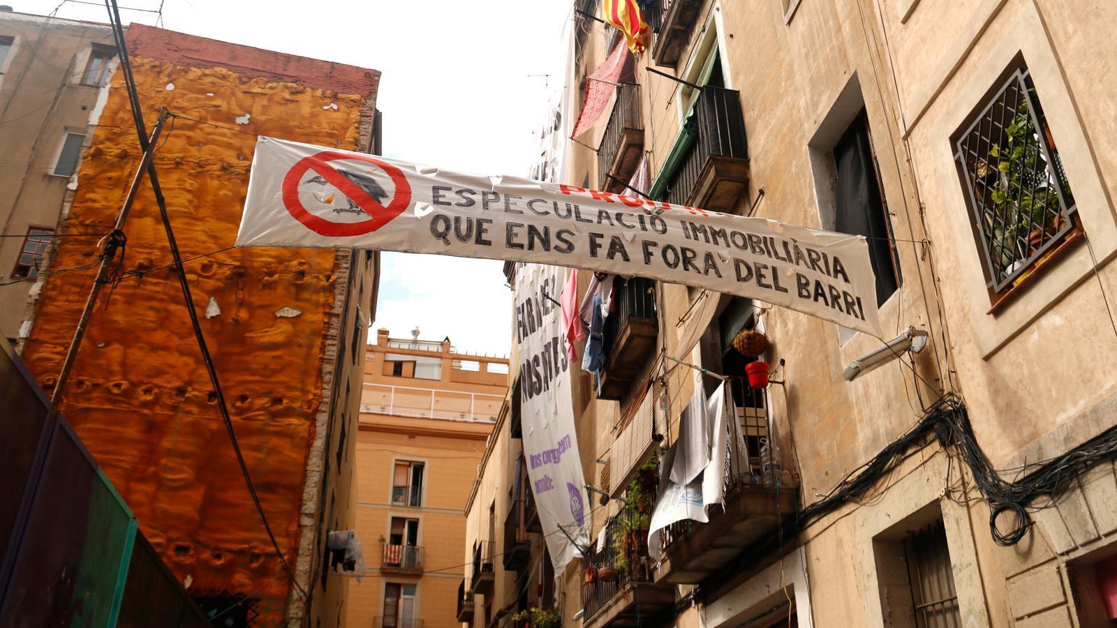 Barcelona torna a superar els 80 desnonaments setmanals