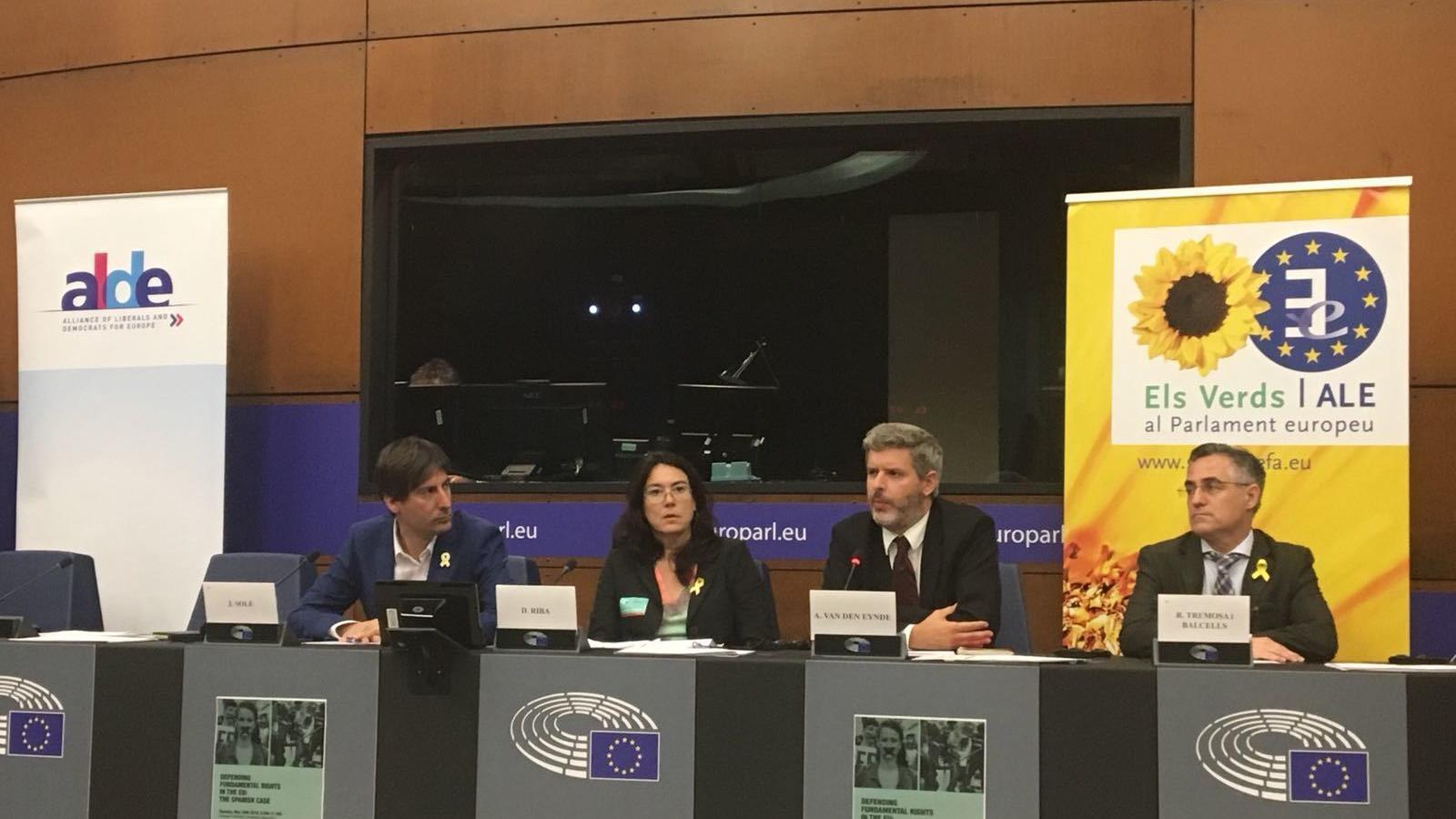 Solé, Riba, Van den Eynde i Tremosa en una conferència al Parlament Europeu