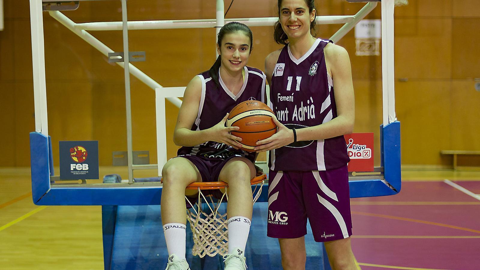 Deva Bermejo (infantil) i Cristina Hurtado (sènior), les capitanes del Femení Sant Adrià.