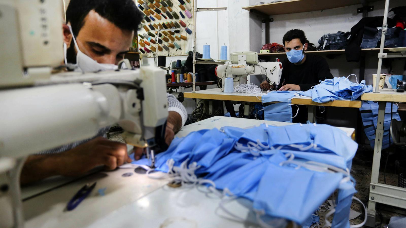 Cosir mascaretes a Gaza