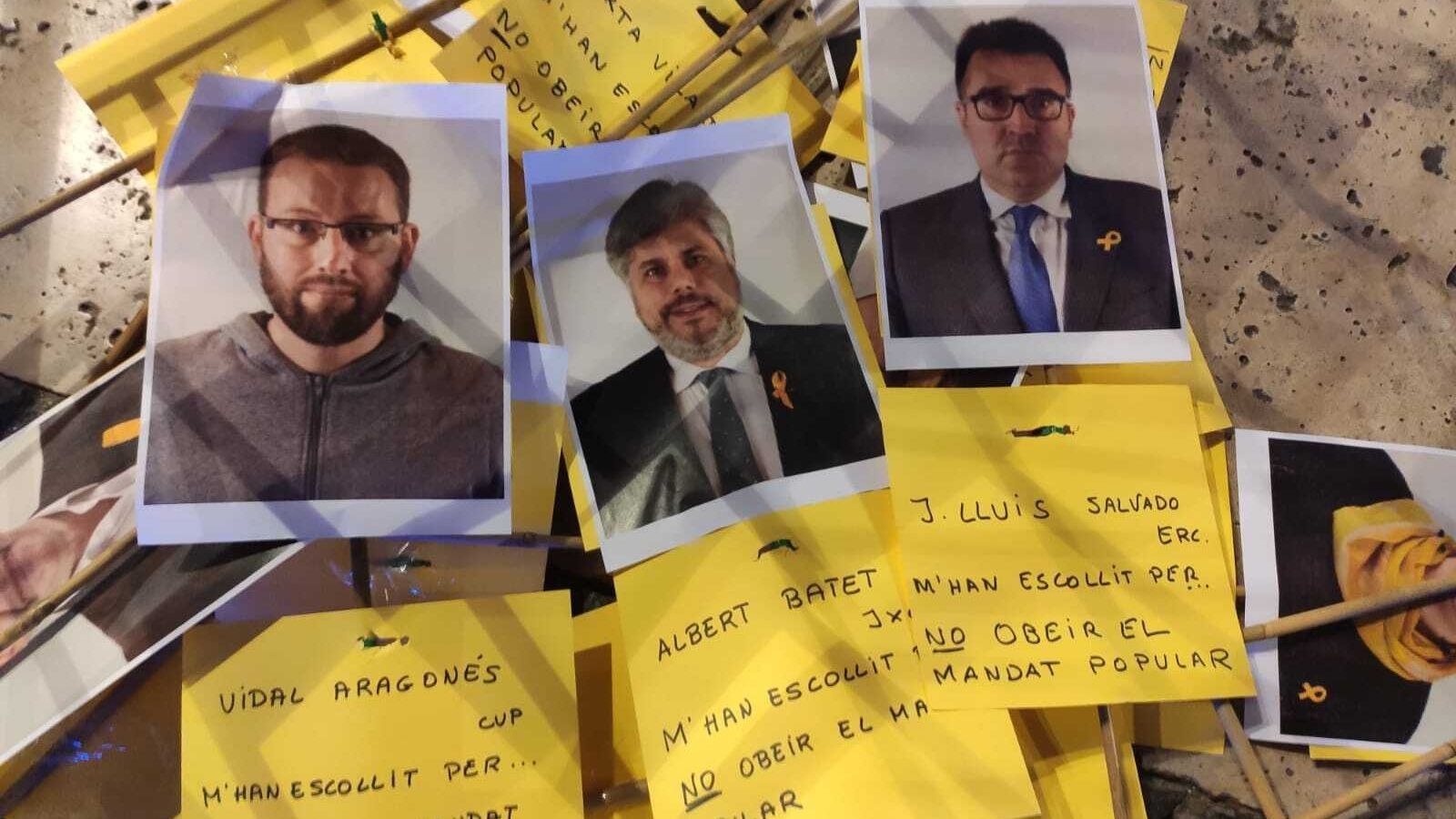 Éls cartells amb les fotografies dels diputats