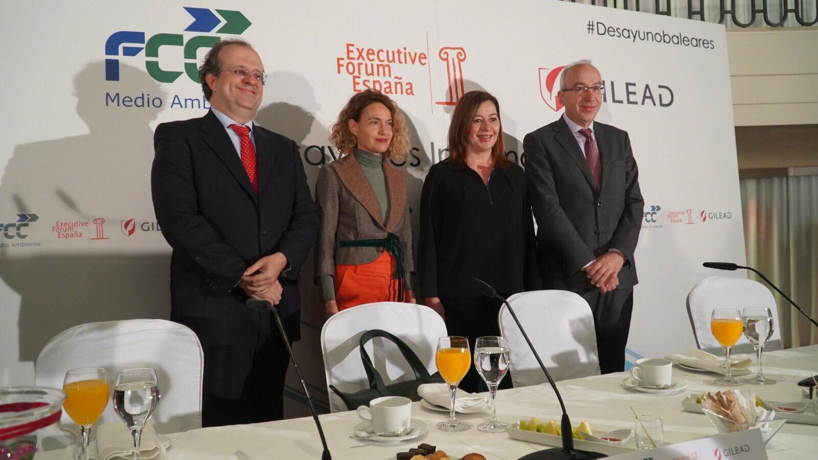 La presidenta del Govern, Francina Armengol, amb la presidenta del Congrés, Meritxell Batet a l'Executive Forum Espanya