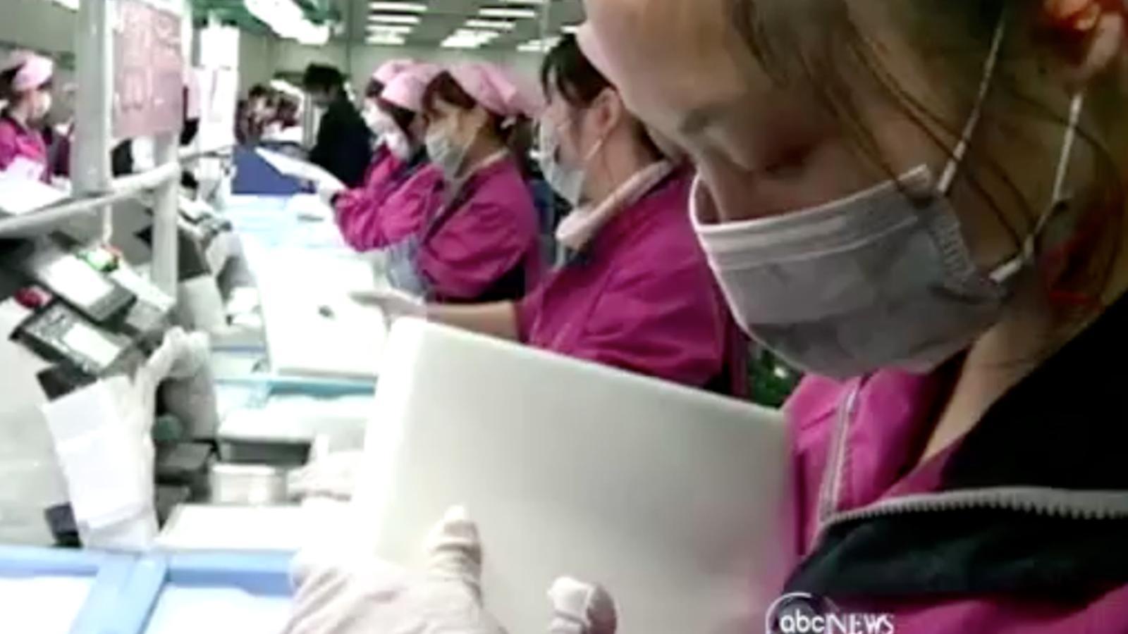 Com es fan els iPads? Una televisió entra a la fàbrica xinesa acusada d'explotar treballadors