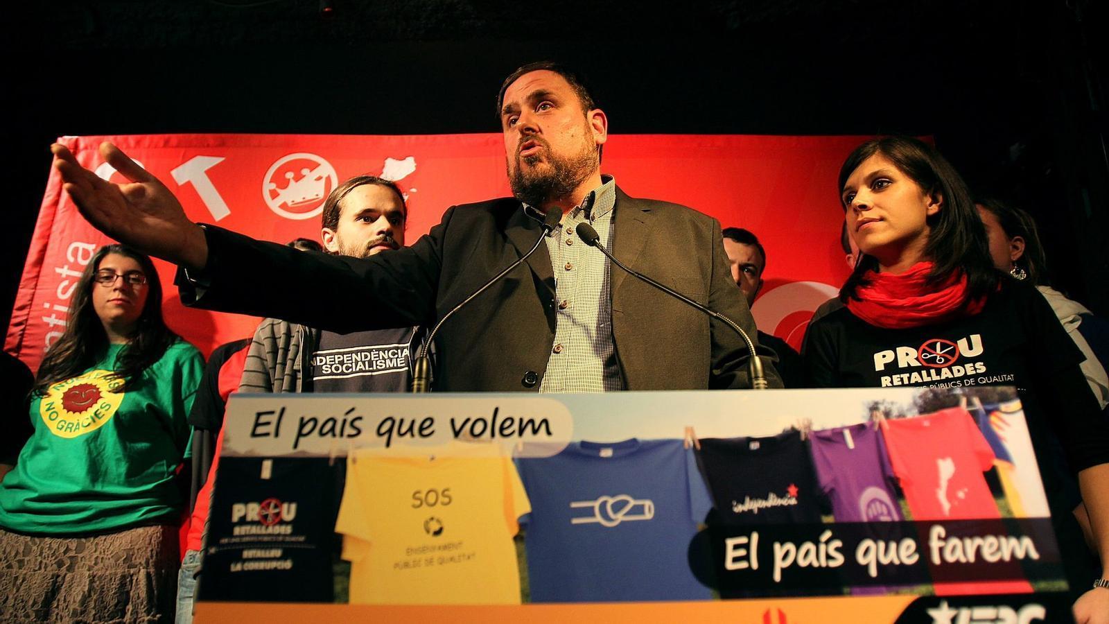 Oriol Junqueras ahir a la festa jove amb el portaveu de les JERC, Gerard Gómez del Moral.