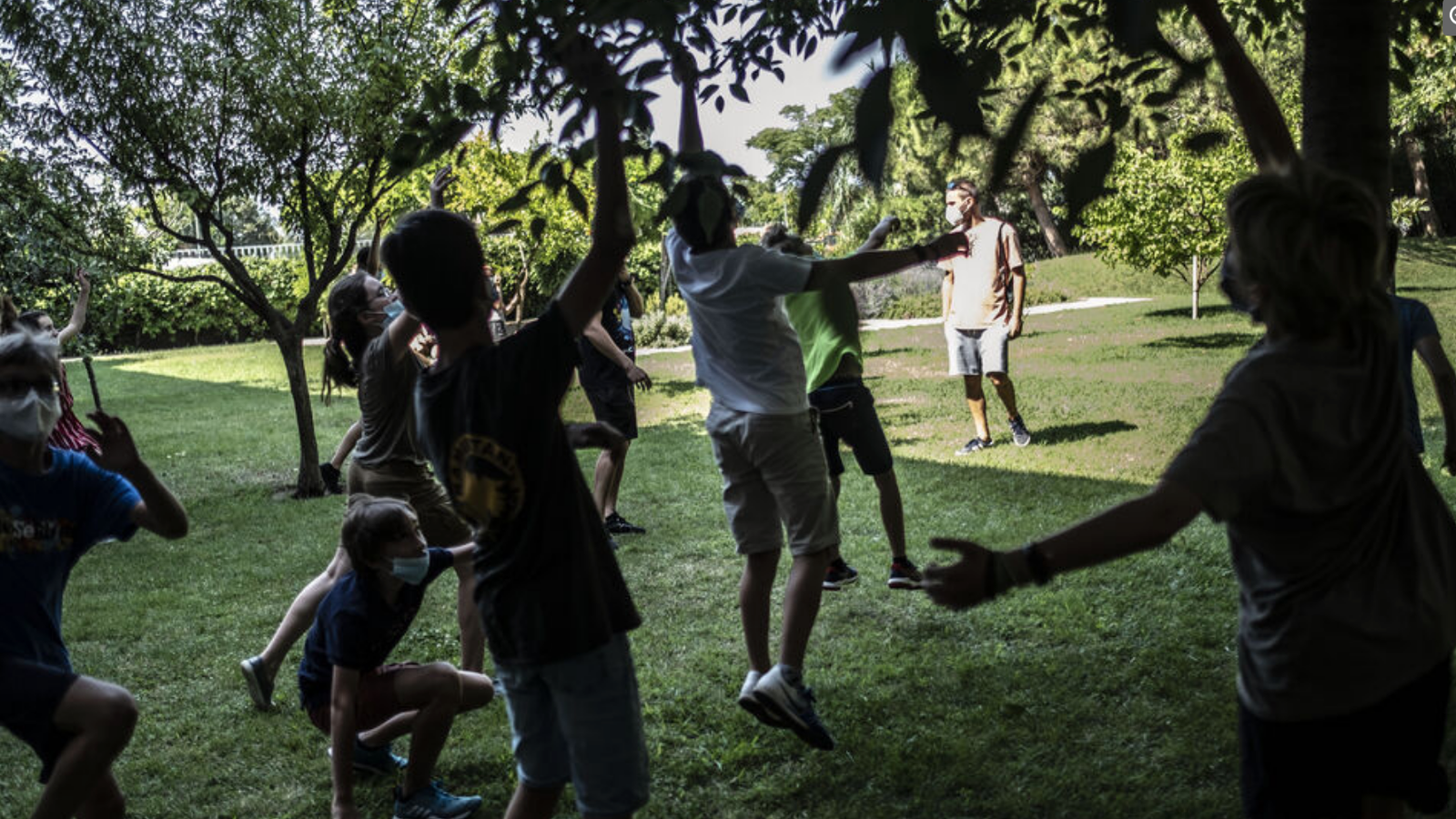 Activitats  amb infants a un camp d'estiu