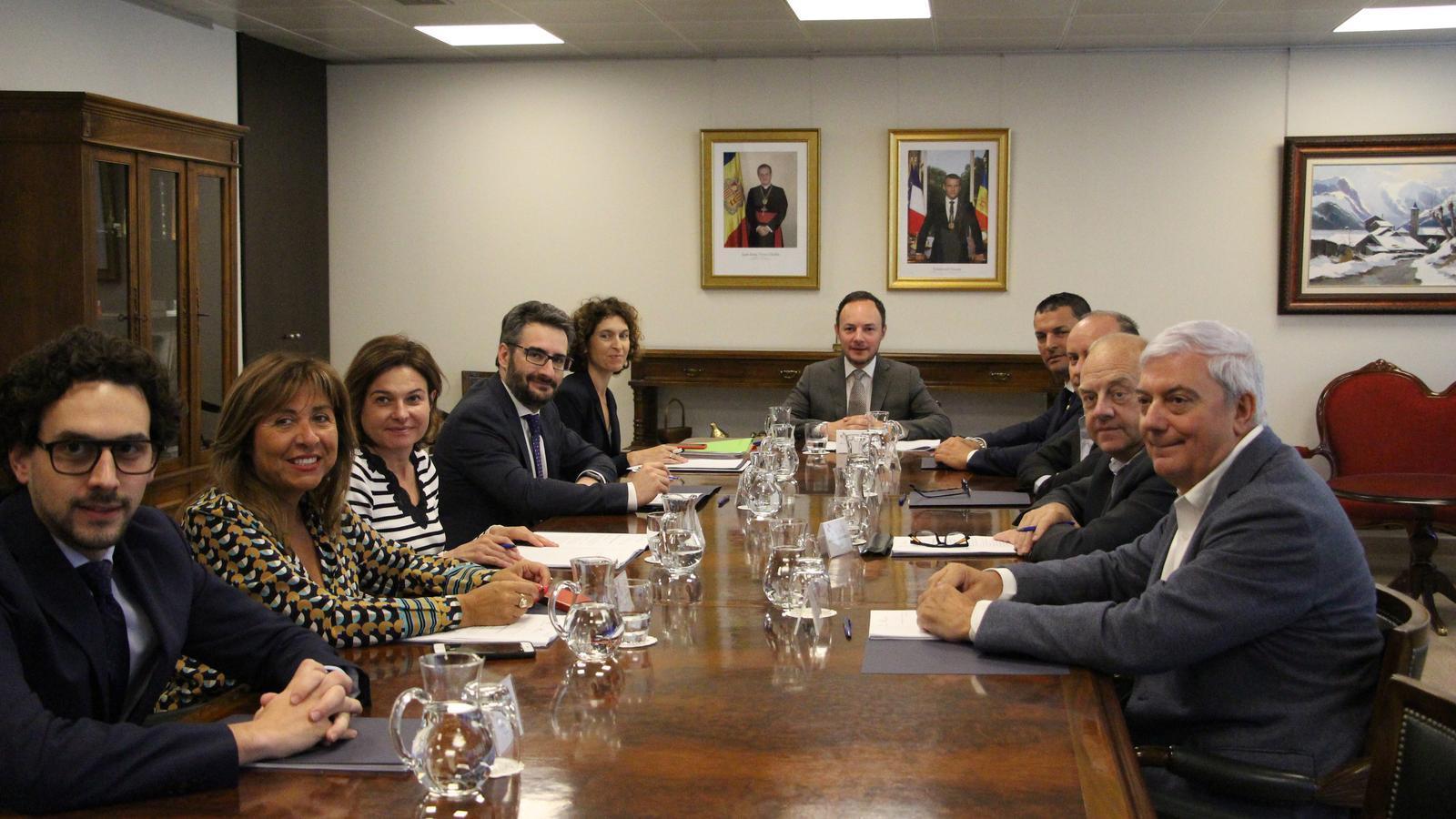 Un moment de la primera reunió de treball del Patronat de la Fundació de l'Oficina de la Cimera Iberoamericana aquest dimecres. / S. M. (ANA)