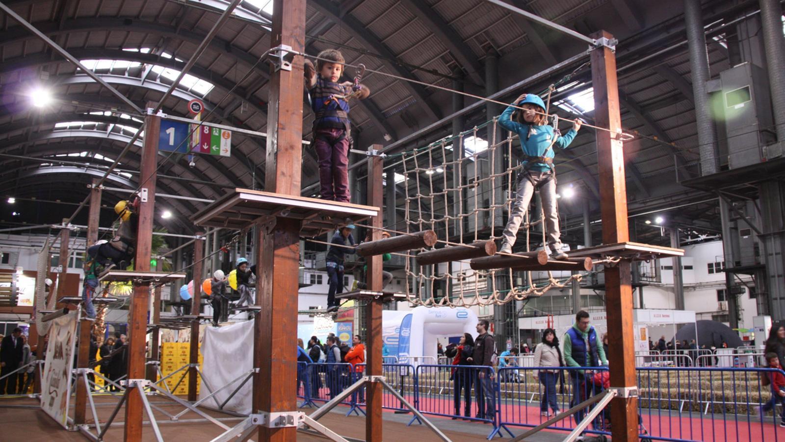Una de les activitats d'aventura del Festival de la Infància, a Fira de Barcelona