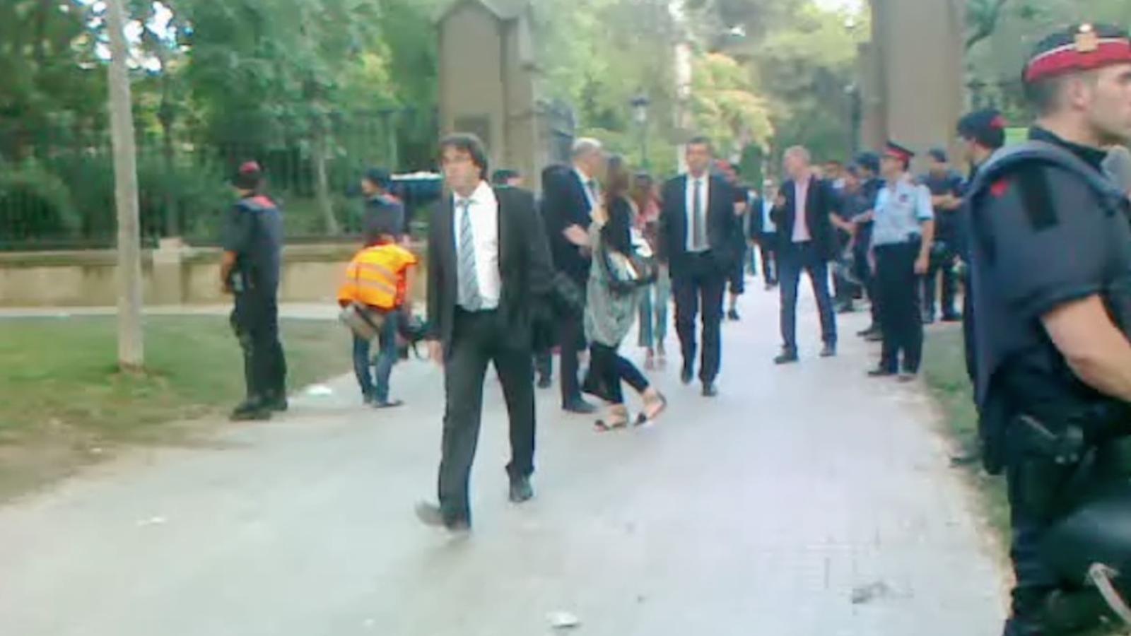 Els diputats surten del Parlament
