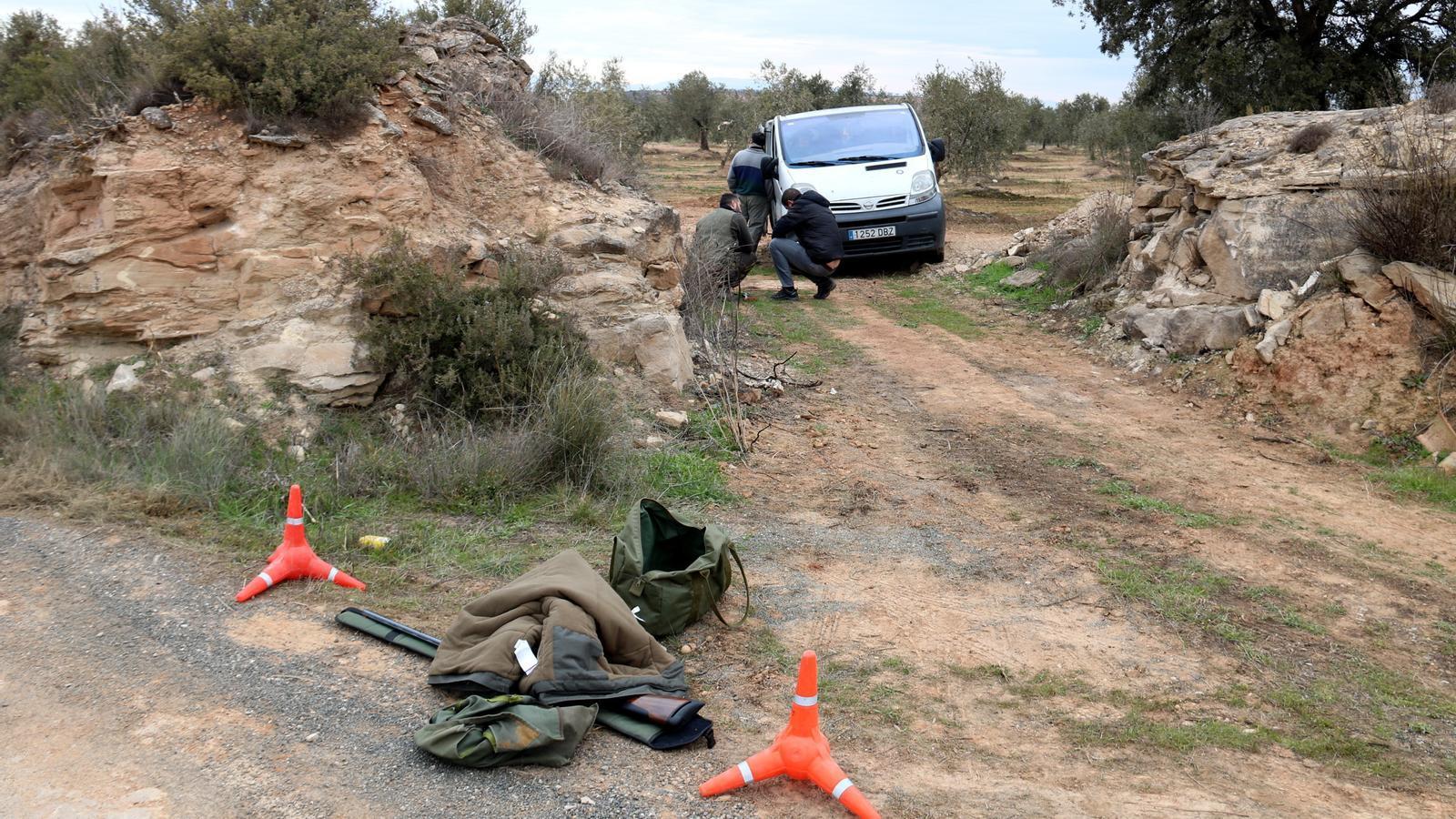 El cazador acusado de asesinar a dos agentes rurales continuará rezando dos años después del crimen.