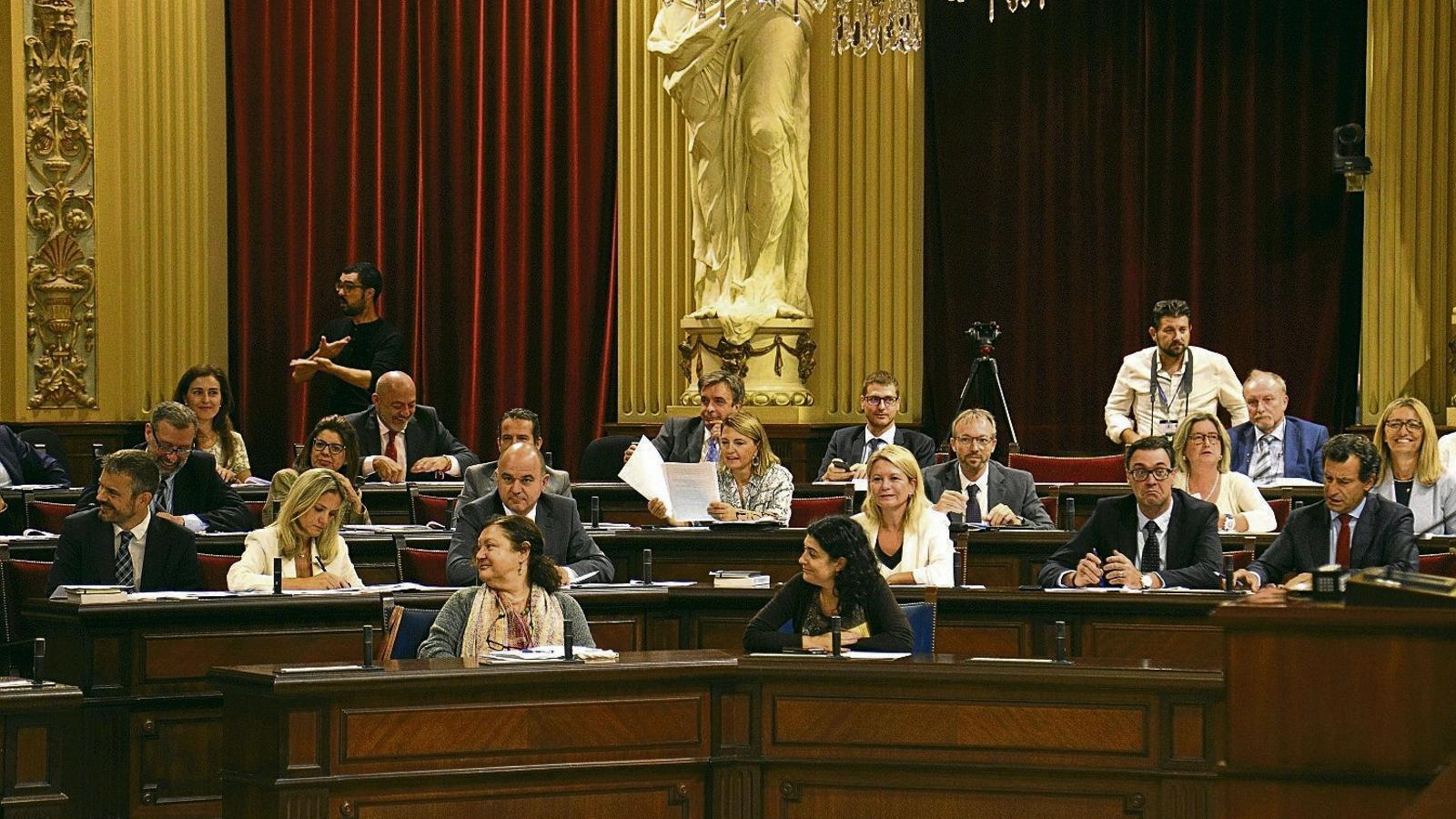 La dreta comença el curs polític amb el català en el punt de mira