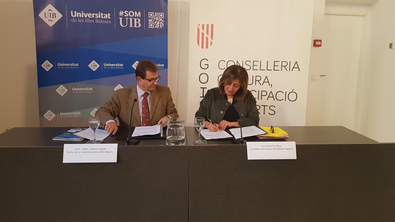 Fanny Tur, consellera de Cultura, i Llorenç Huguet, rector de la UIB