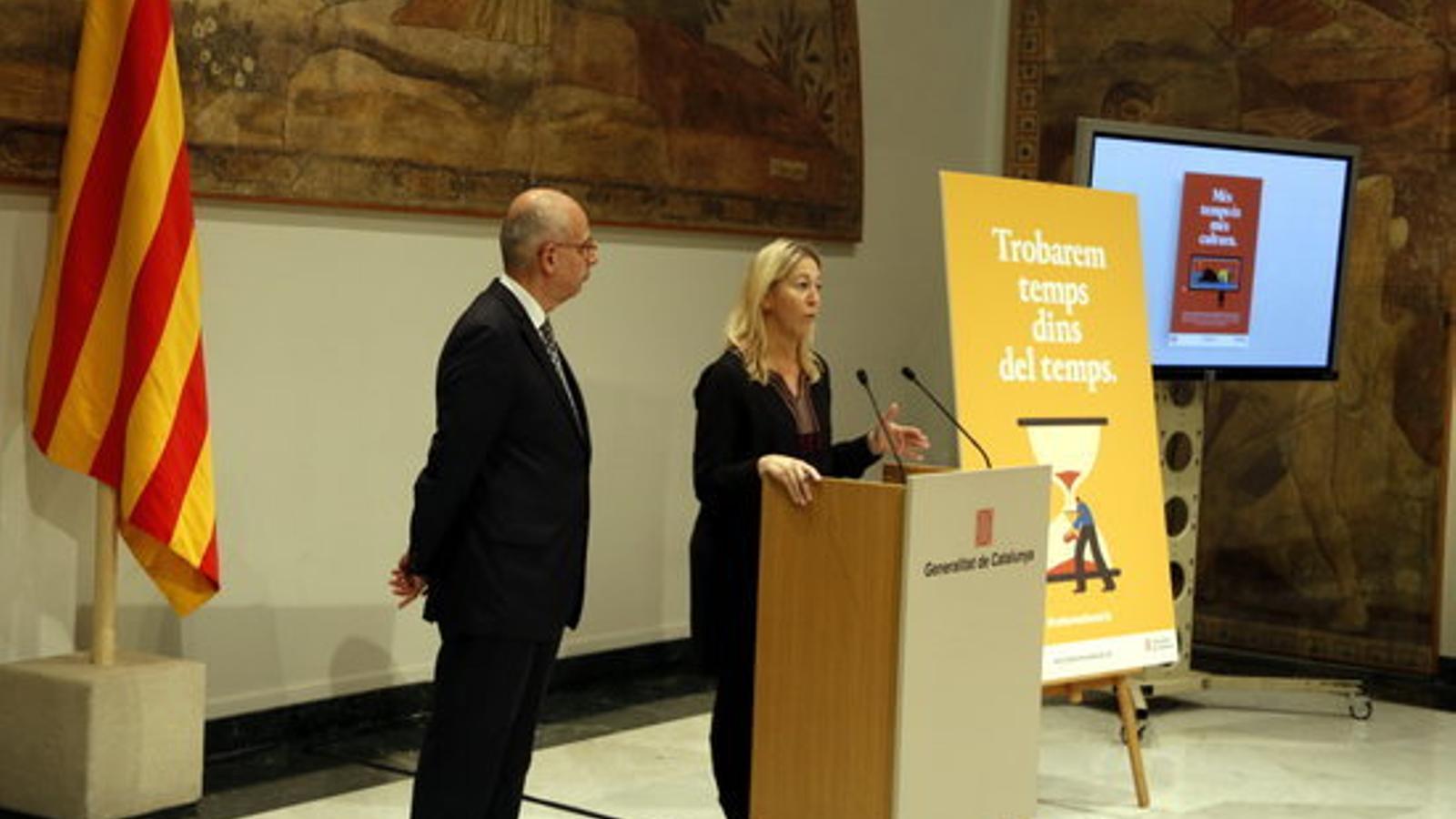 El director general de difusió, Ignasi Genovès, i la consellera de la Presidència, Neus Munté, durant l'acte de presentació de la campanya sobre la reforma horària