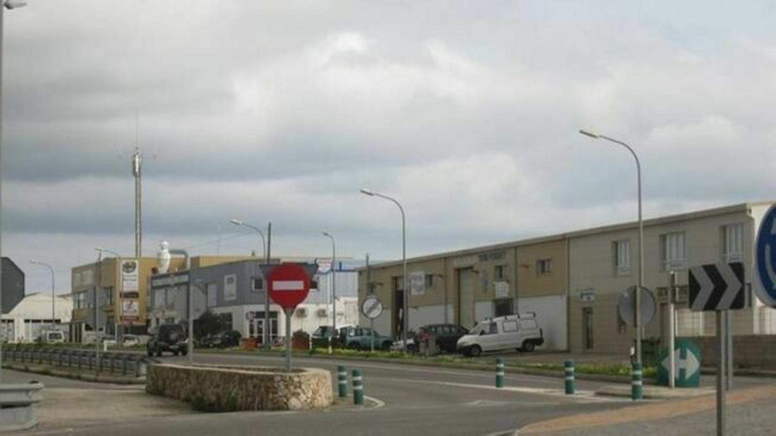 El cos de la víctima va aparèixer en un jacuzzi de plàstic a l'interior d'una nau industrial de Ciutadella.