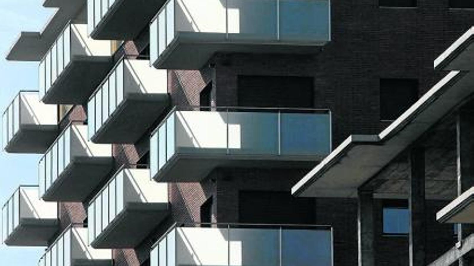 El 39 banc dolent 39 accelera la venda de pisos i revisa el for Pisos sareb barcelona