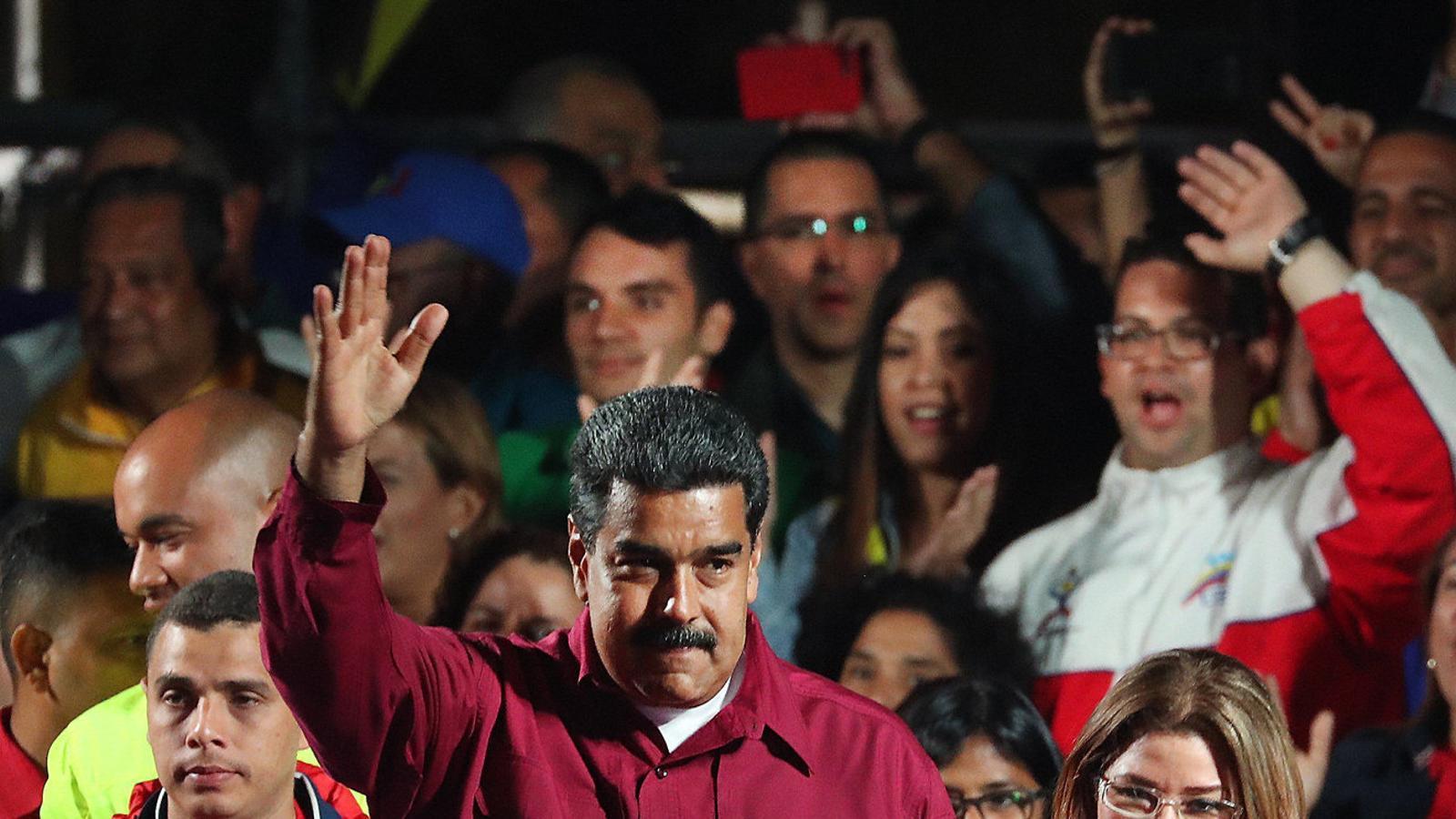 El frau electoral consagra Maduro i aïlla Veneçuela