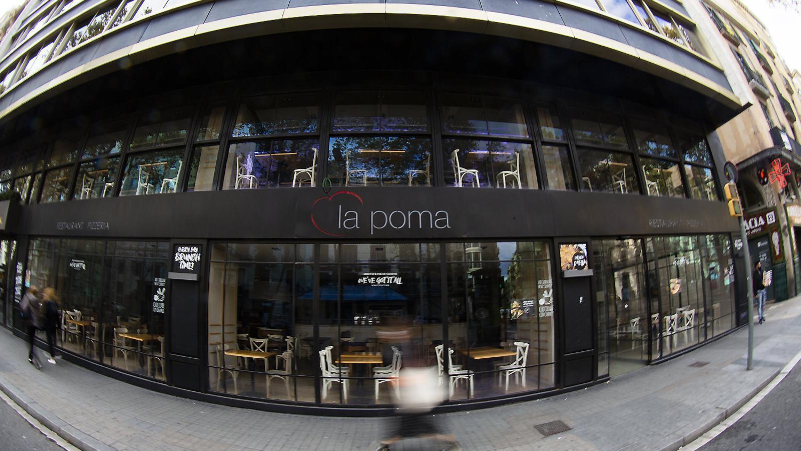 Un restaurant de la Rambla  de Barcelona  tancat, després que el Govern aprovés per  decret els quinze  dies de  restriccions  a bars i  restaurants.