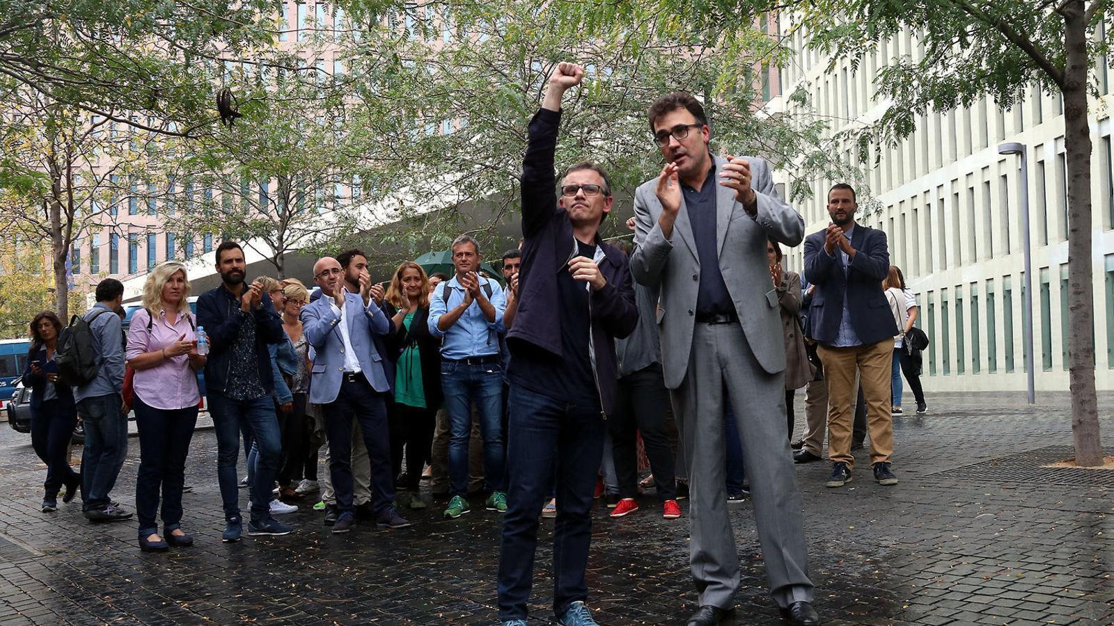 Josep Maria Jové i Lluís Salvadó sortint de la Ciutat de la Justícia l'any 2017.