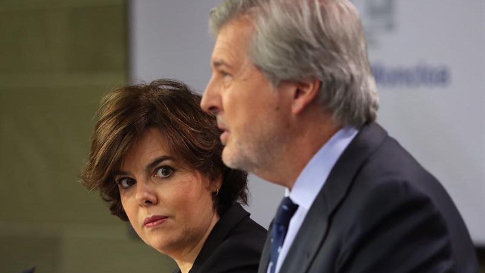 Soraya Sáenz de Santamaría i íñigo Méndez de Vigo, en roda de premsa a la Moncloa