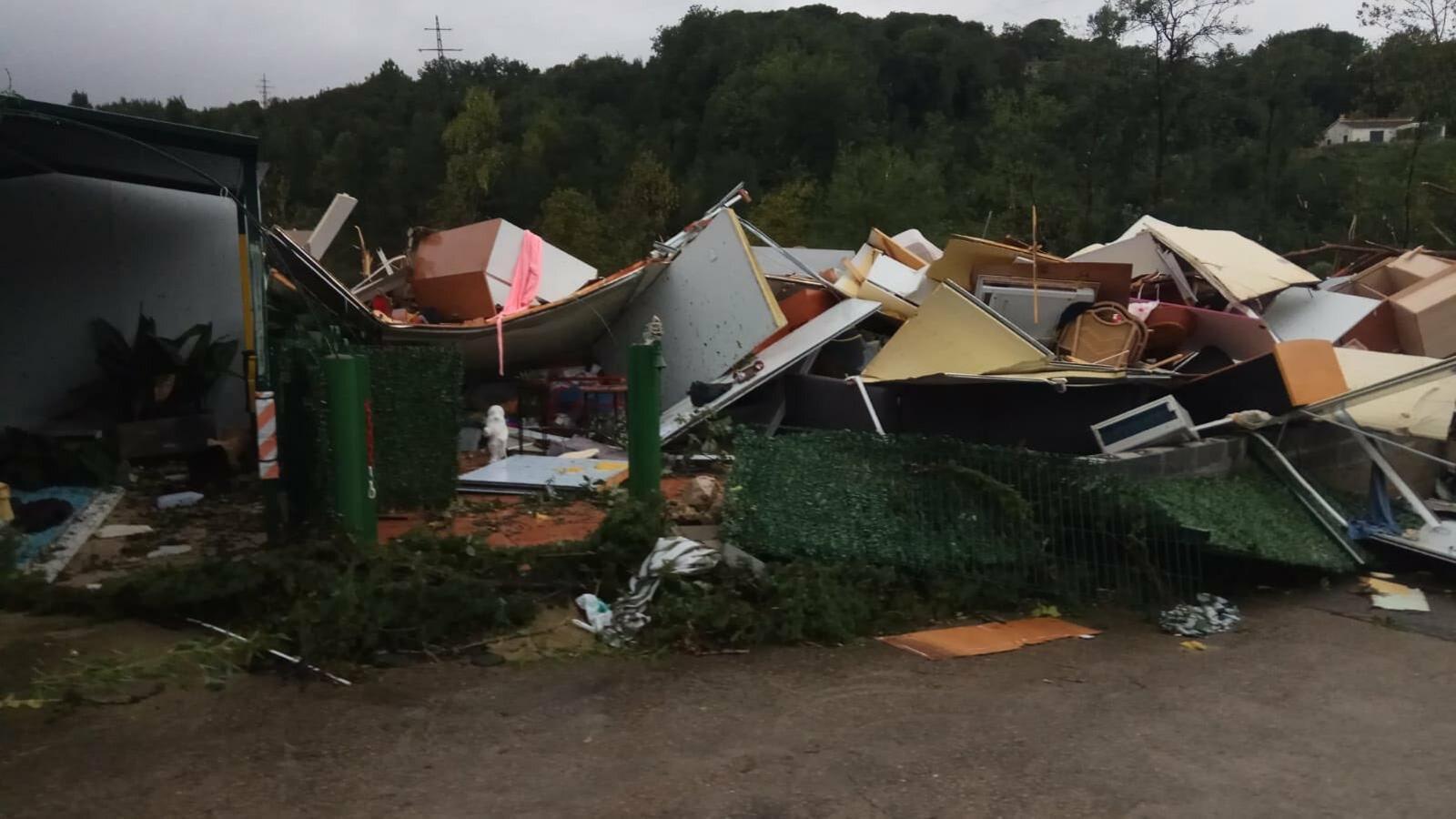 Un possible tornado destrossa un càmping a Gualba