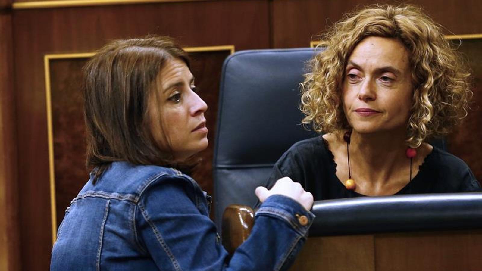 Meritxell Batet amb la portaveu del PSOE al Congrés, Adriana Lastra, dimarts passat durant el ple del Congrés. EFE