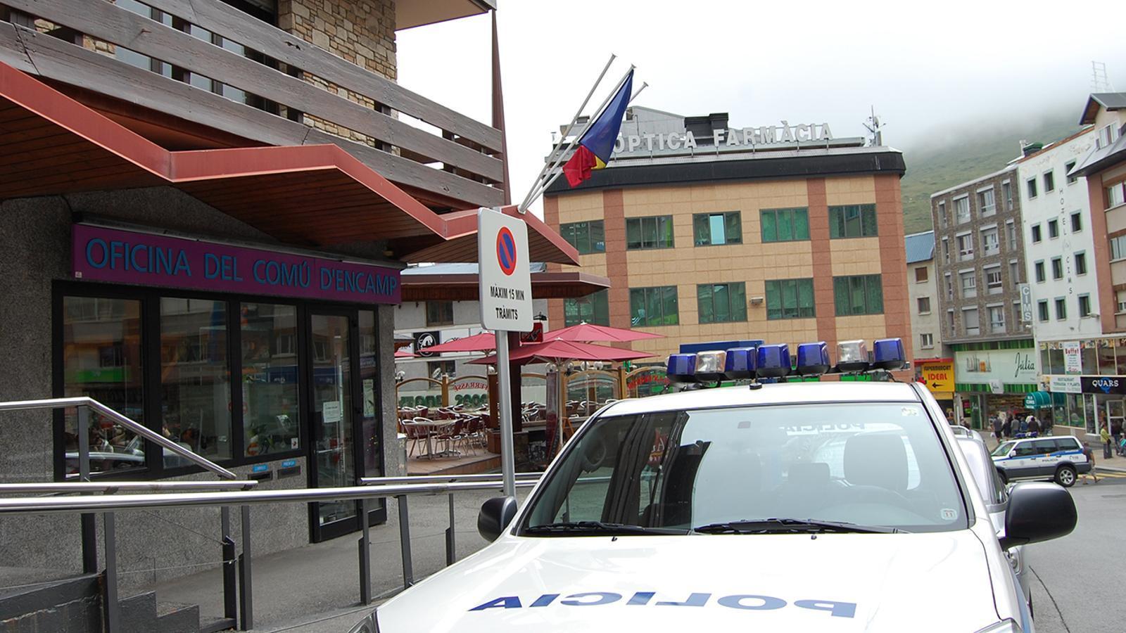 Una patrulla de la policia al Pas de la Casa. / ARXIU ANA