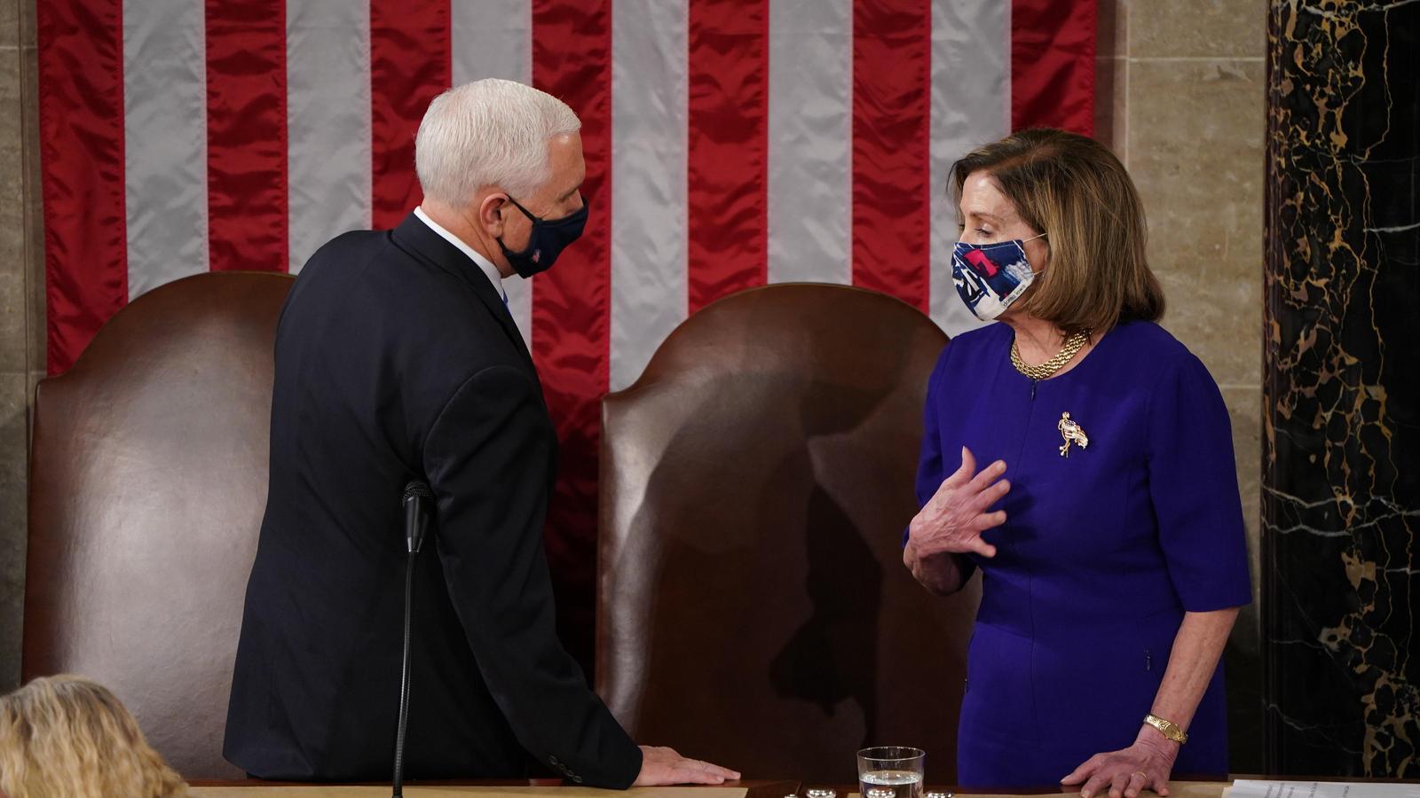 El vicepresident Mike Pence i la presidenta de la càmara de Representants, Nancy Pelosi, aquest dimecres al Congrés dels Estats Units