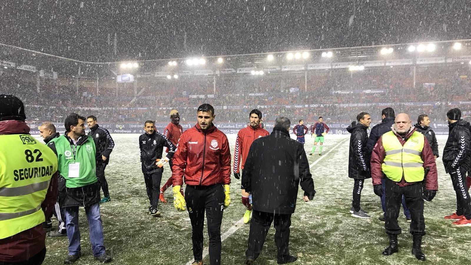 El Sadar, nevat, el dia de la suspensió del partit entre l'Osasuna i el Nàstic