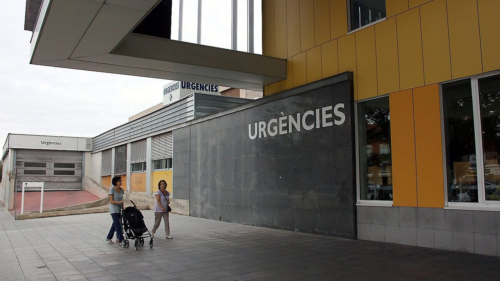 Un conductor drogat xoca contra una parada de bus a Sabadell i mata una dona de 86 anys