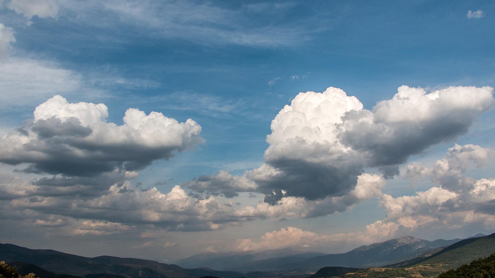 Força núvols i algun ruixat a la meitat est