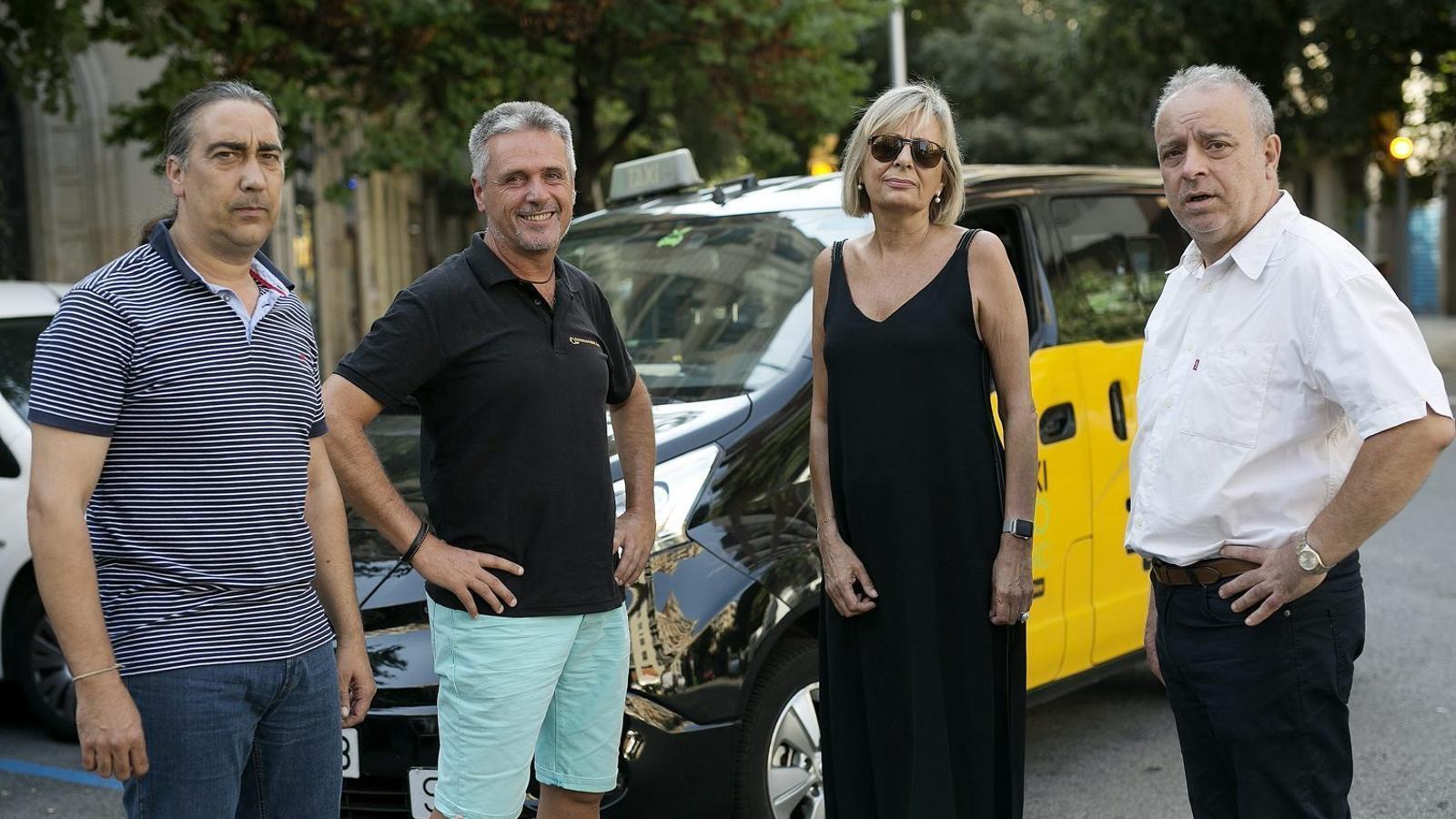 Quatre professionals del taxi debaten la irrupció d'Uber i la situació del sector. / PERE TORDERA