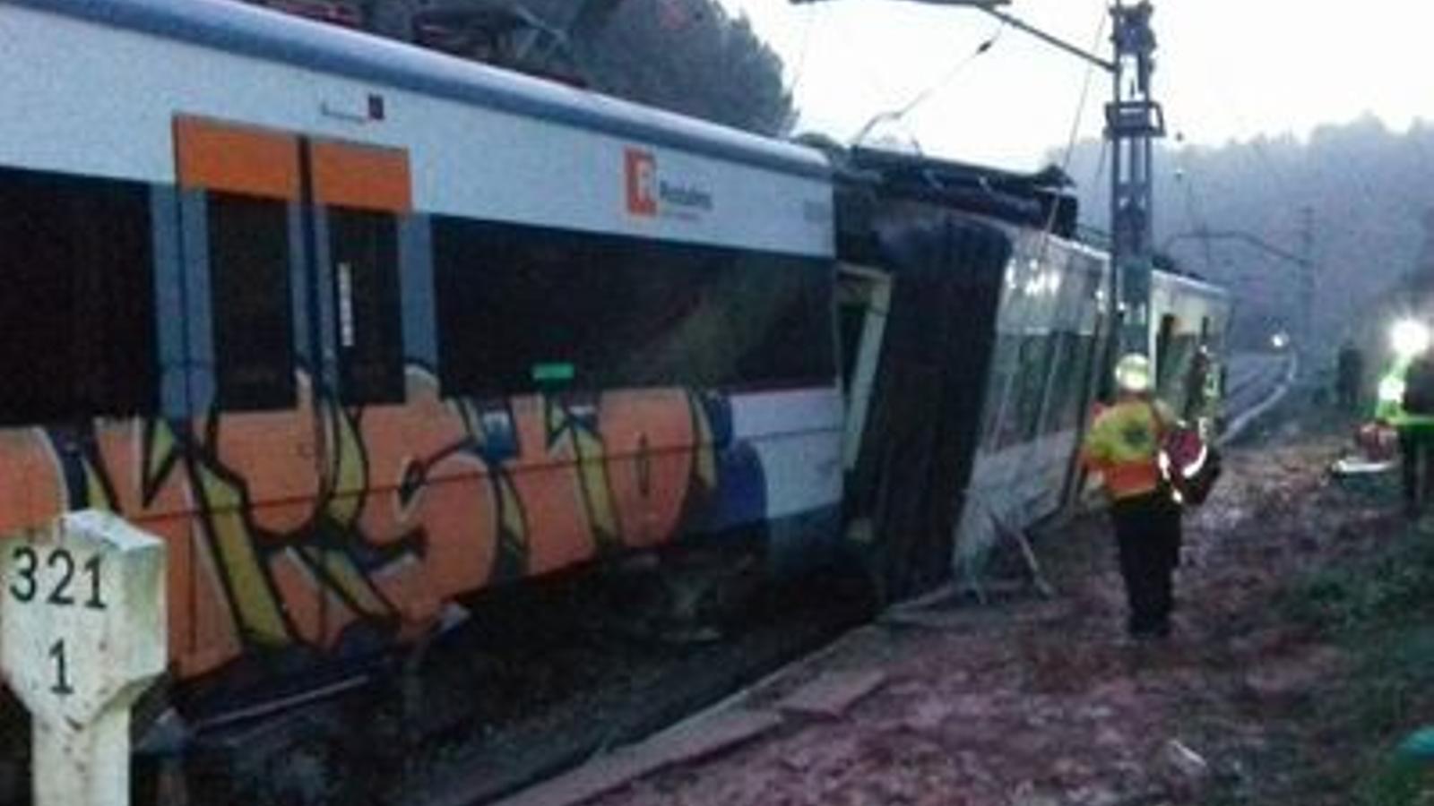 Un mort i sis ferits lleus en el descarrilament d'un tren de Rodalies a Vacarisses, Catalunya