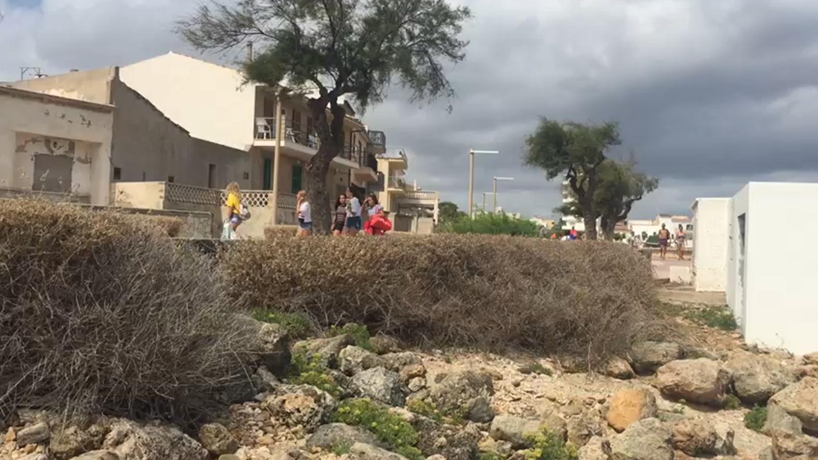 """Veïns de Can Picafort denuncien l'abocament d'aigües residuals al mar """"aprofitat el temporal"""""""