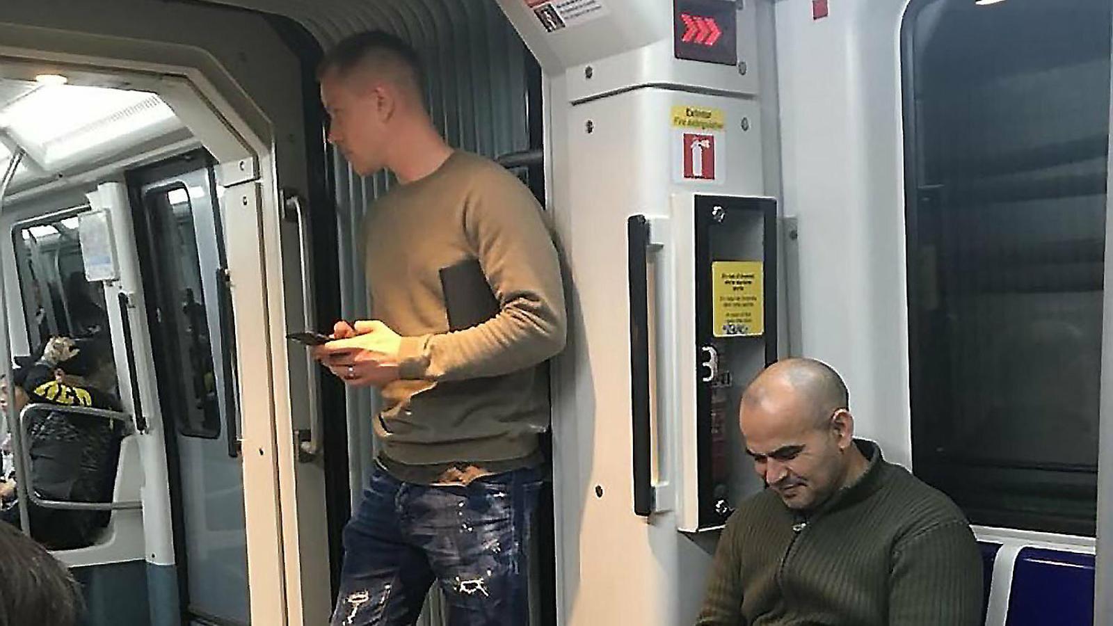 El futbolista milionari  que agafa el metro