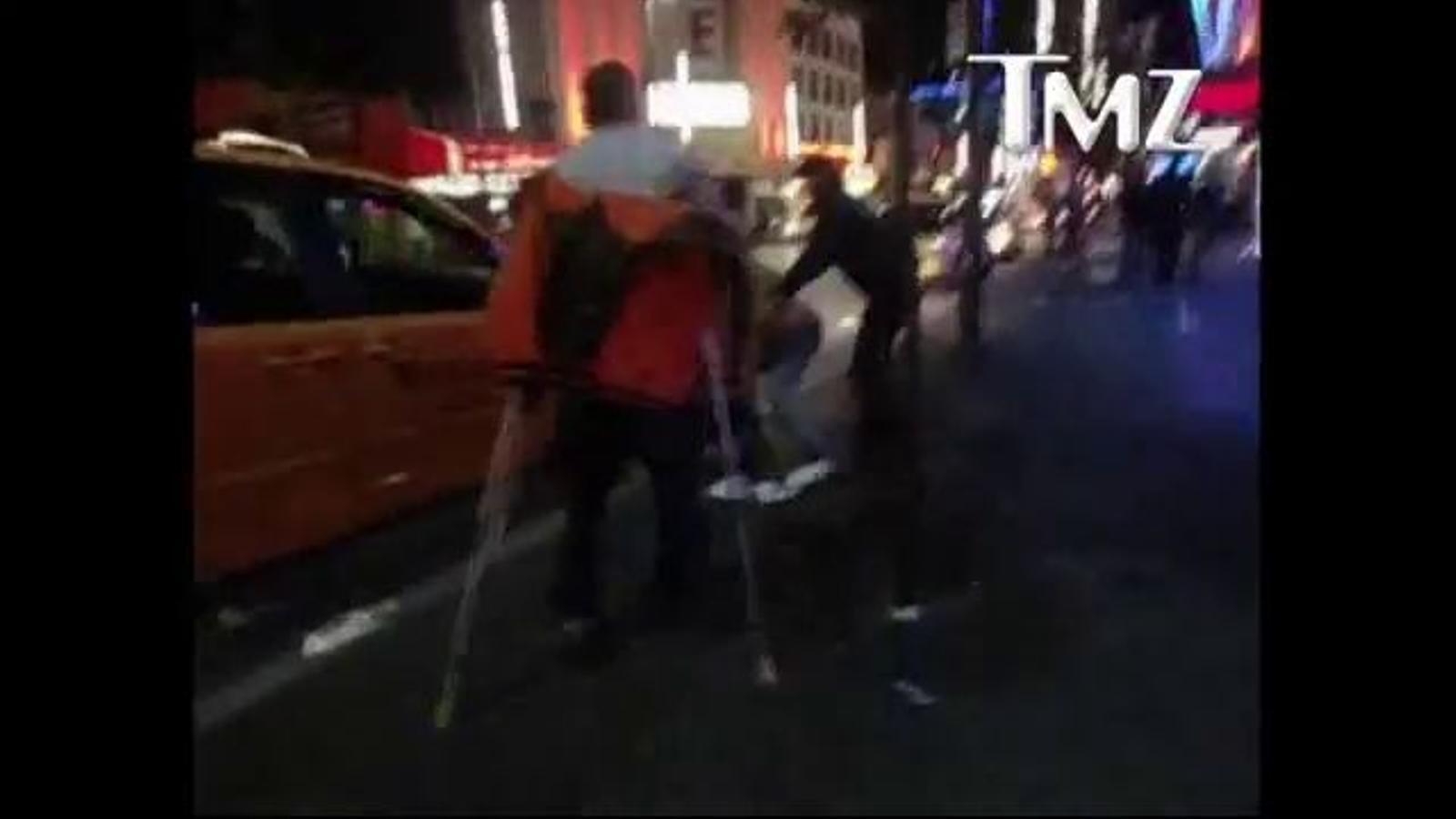 L'actor Shia LaBeouf es baralla en un carrer de Vancouver