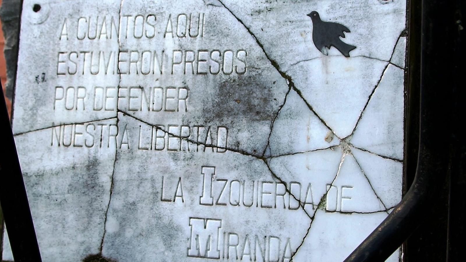 La silenciosa commemoració de l'últim camp franquista
