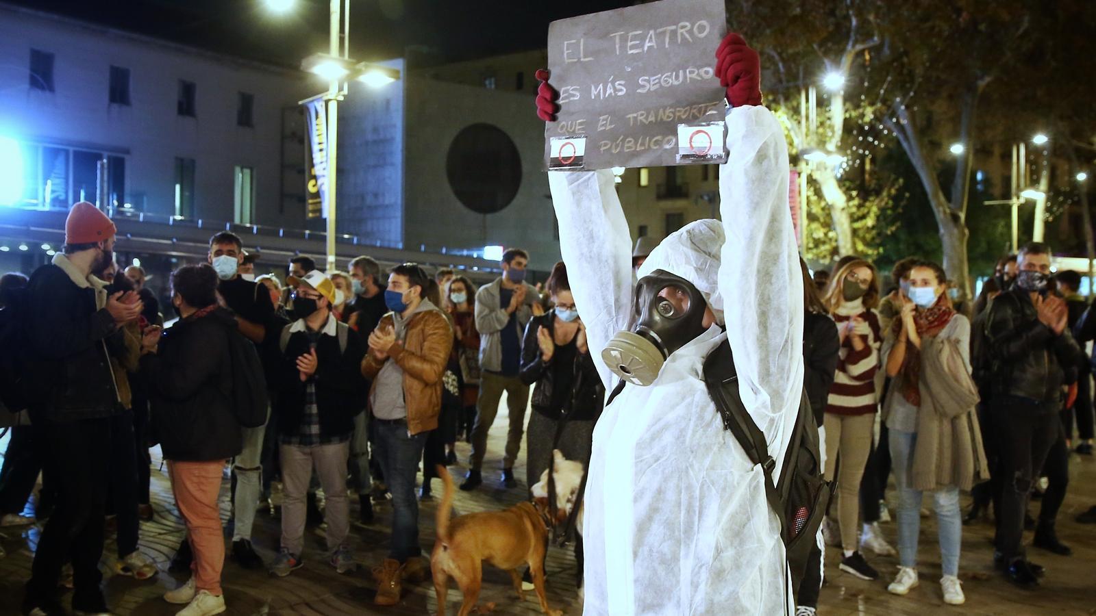 Els treballadors culturals van convocar per xarxes una manifestació  a la seu de la conselleria de Cultura