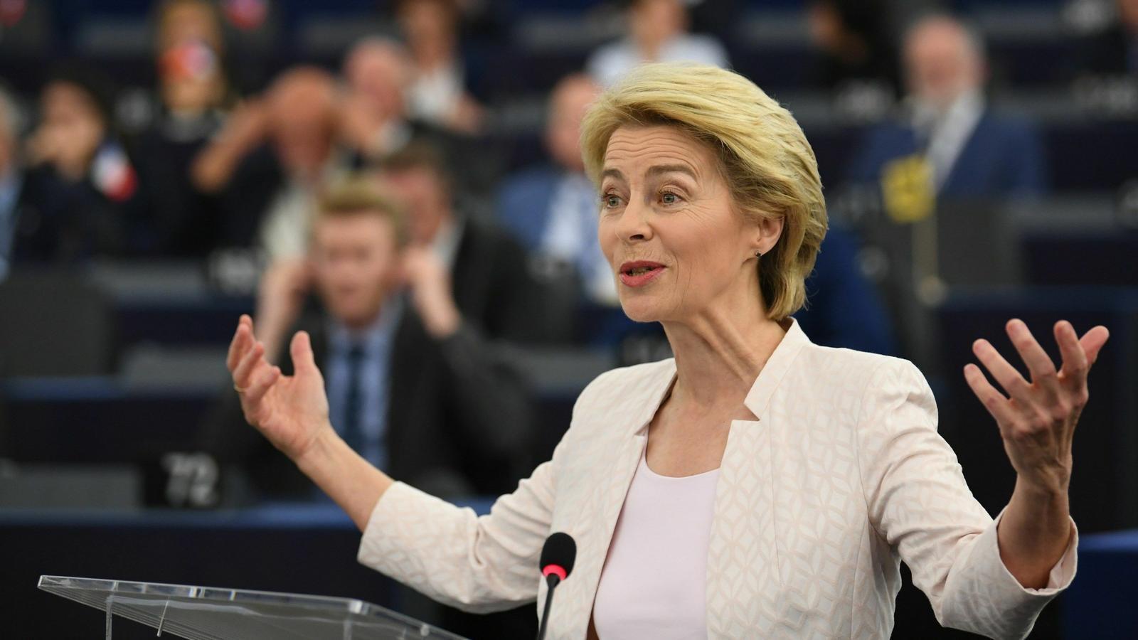 La candidata a presidir la Comissió, Ursula Von der Leyen, en el debat al Parlament Europeu.
