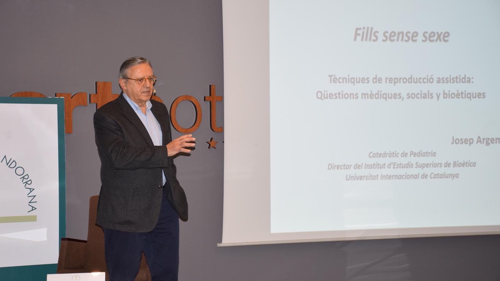 Josep Argemí durant la conferència. / A.S.