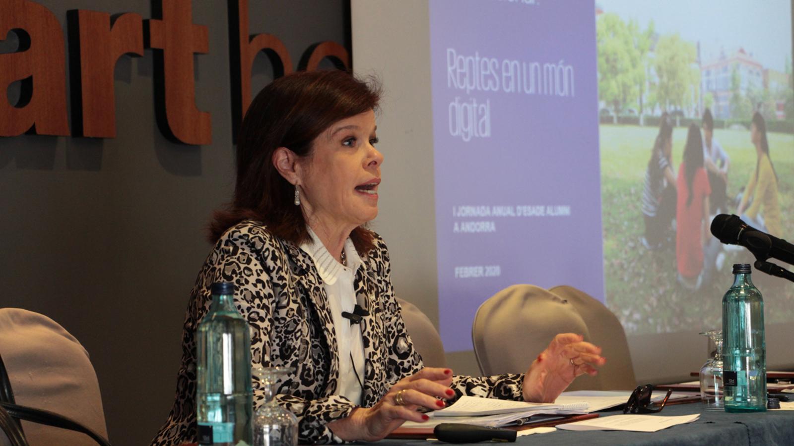 L'experta en fiscalitat i sòcia responsable de KPMG a Catalunya, Montserrat Trapé, durant la seva conferència. / M. P. (ANA)