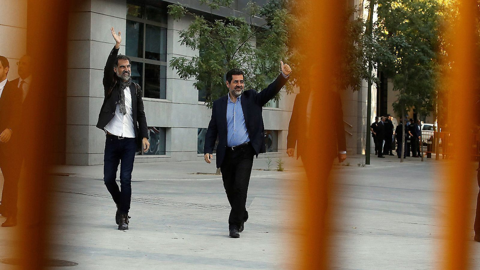 Jordi Sànchez i Jordi Cuixart entrant a l'Audiència Nacional