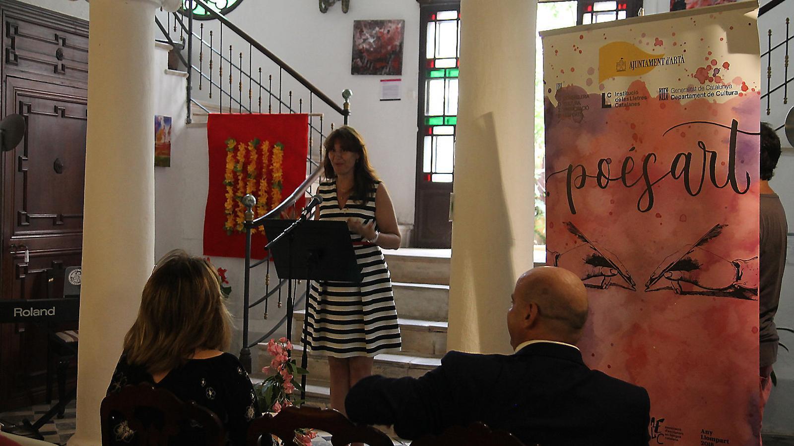 Un dels moments de la inauguració del PoésArt, que enguany arriba a la sisena edició, la més internacional.