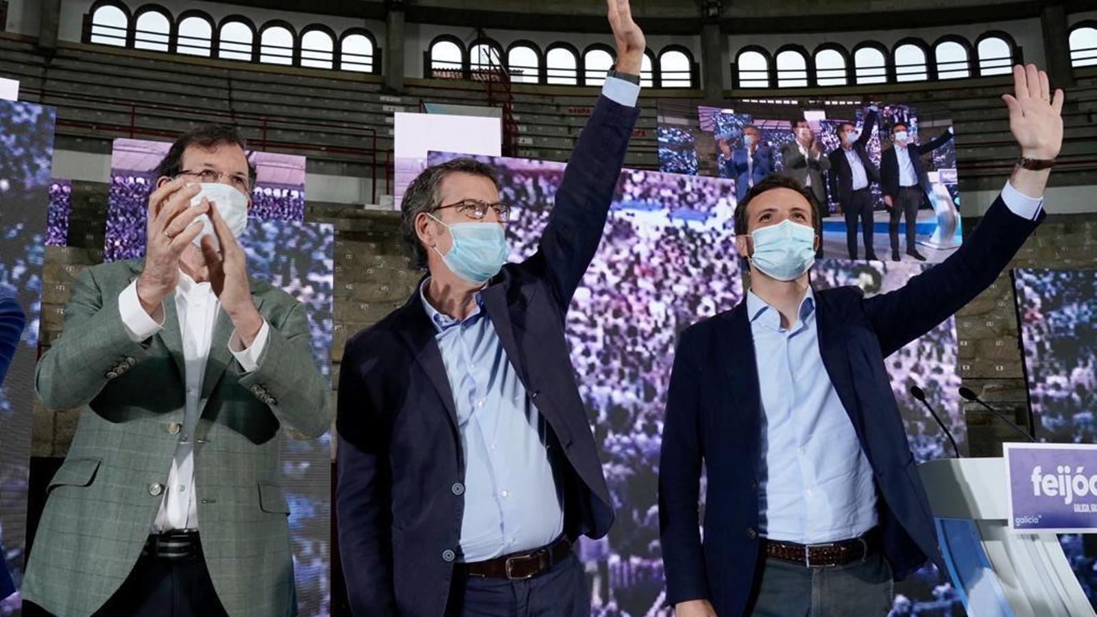 Mariano Rajoy, Alberto Núñez Feijóo i Pablo Casado en un acte de la campanya electoral del PP gallec a Pontevedra