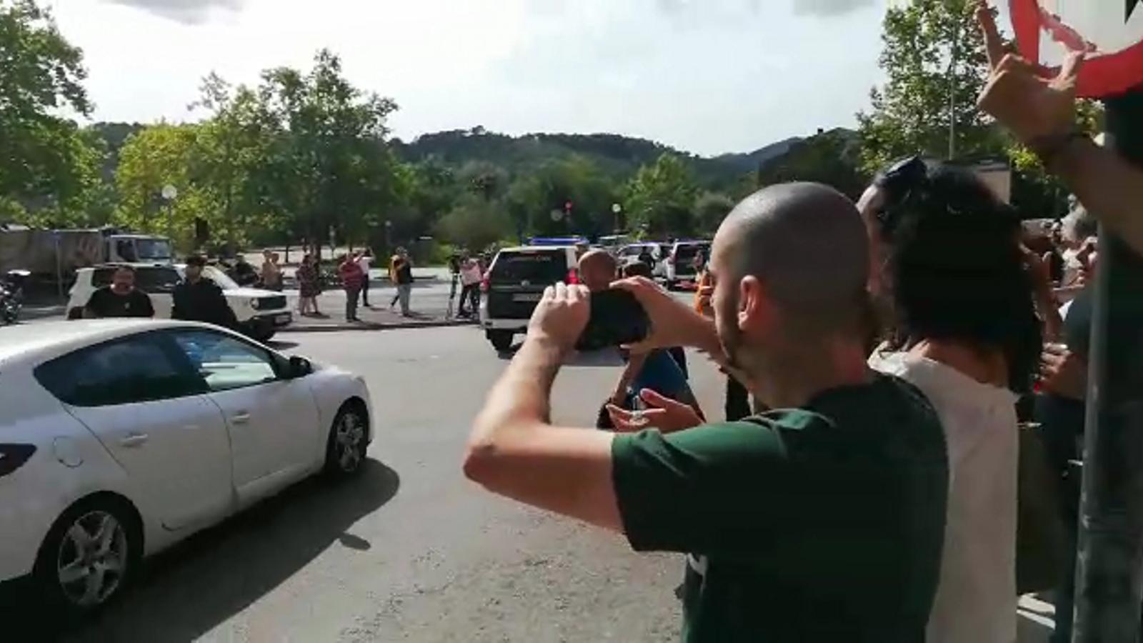 Escridassen la Guàrdia Civil, que marxa de Cerdanyola amb un detingut
