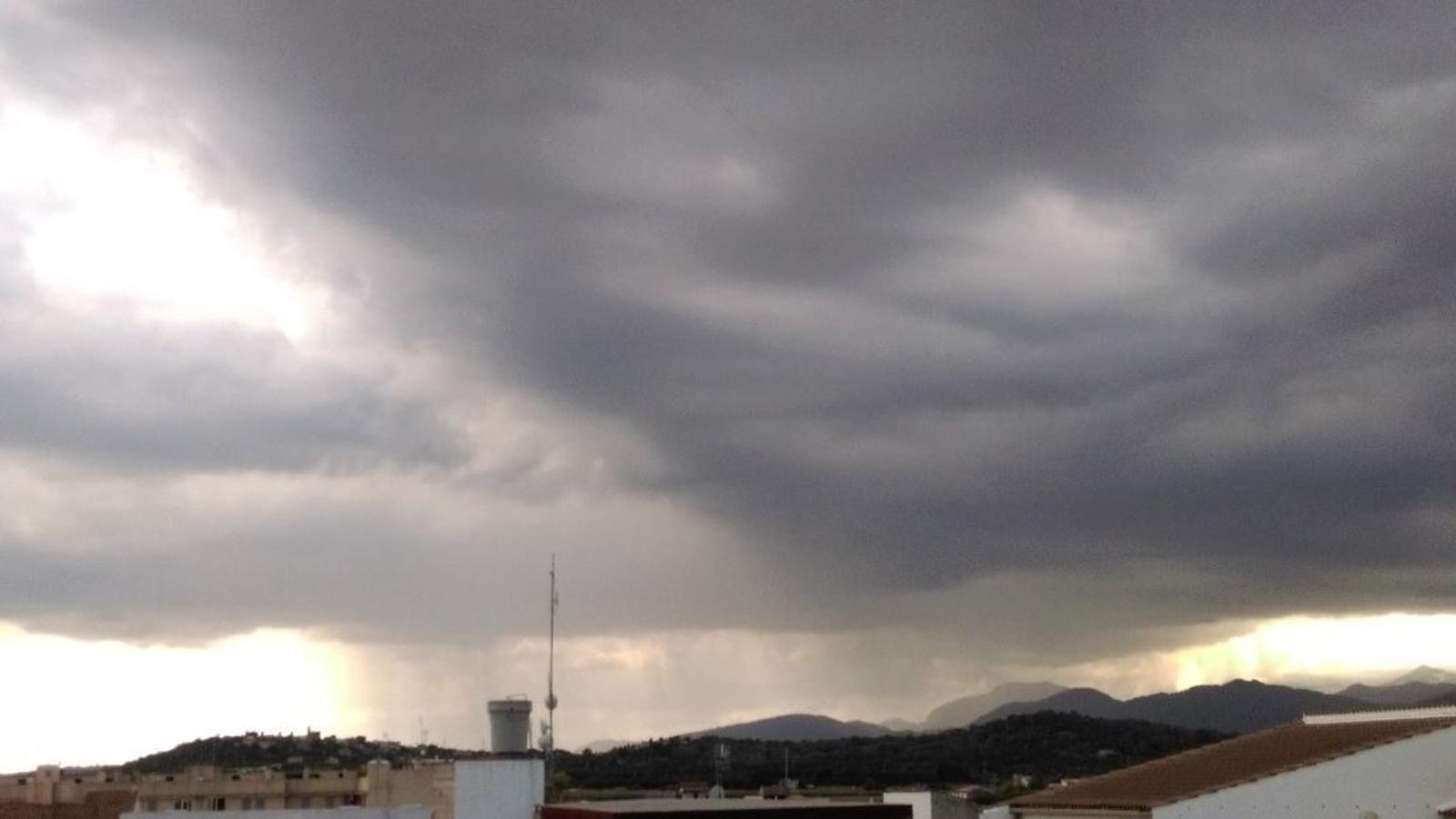La tempesta a Inca. / M. ÁNGEL CAMPINS