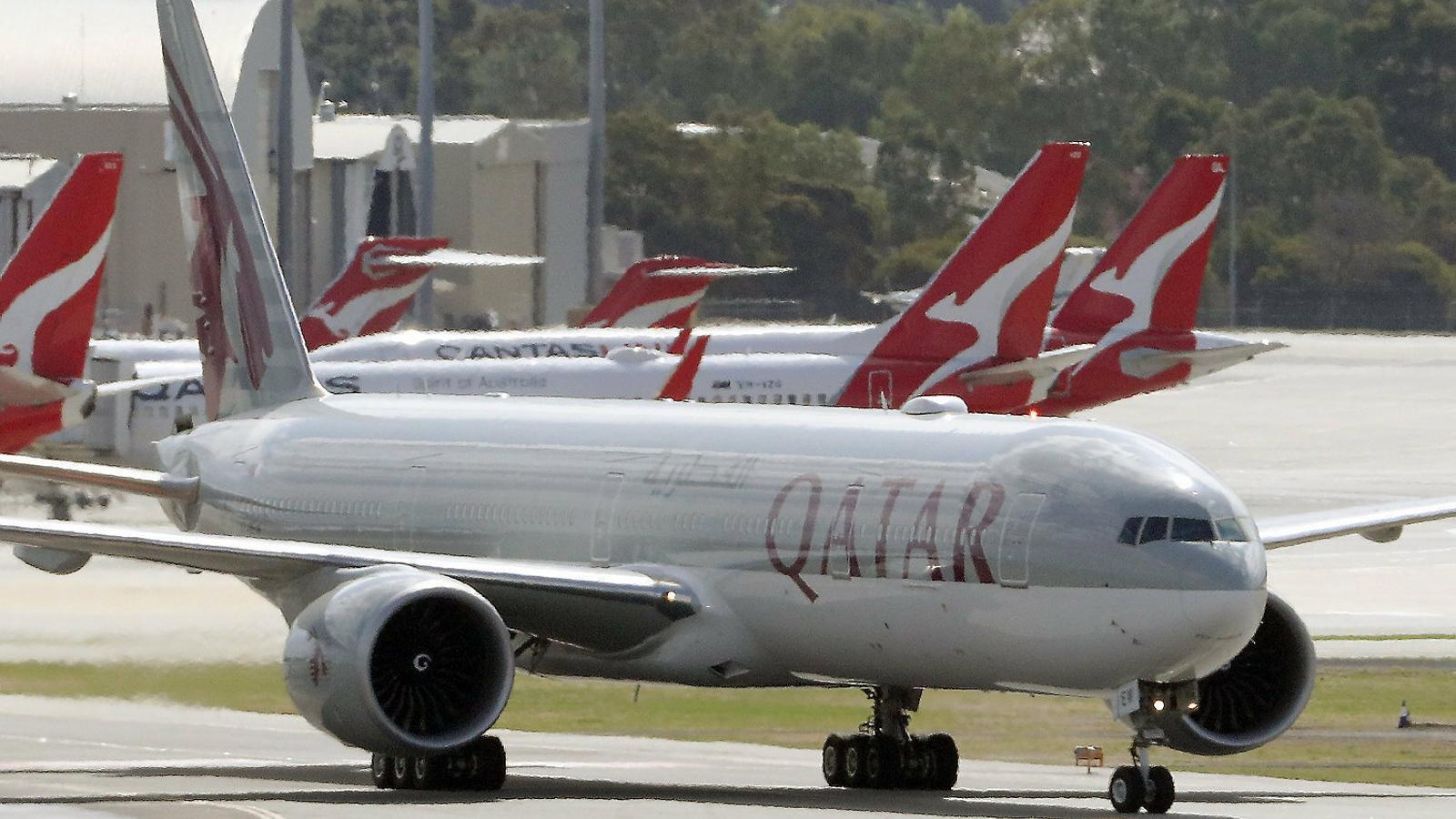 Un avió de Qatar Airlines a l'aeroport australià de Perth.